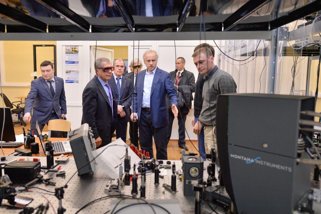 Посещение лаборатории Миннихановым Р.Н.